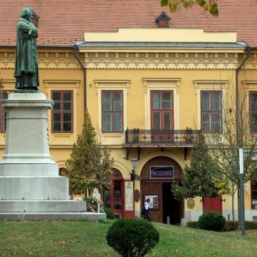 Két bemutatót tart az új évadban a Szegedi Pinceszínház