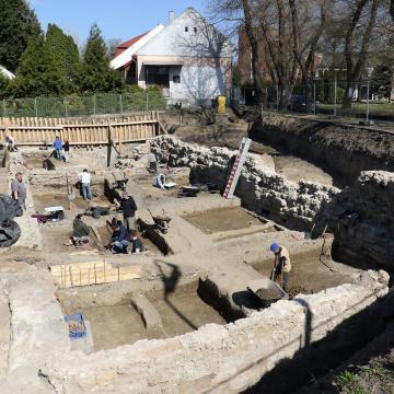 Leletek kerültek elő az egykori szolnoki várnál