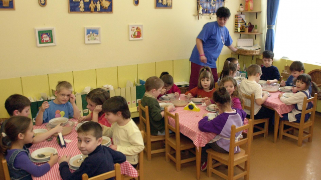 Megkötötték az első szerződéseket a kisgyermekesek bölcsődei támogatására