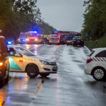 Négyen meghaltak egy balesetben Mezőörs közelében