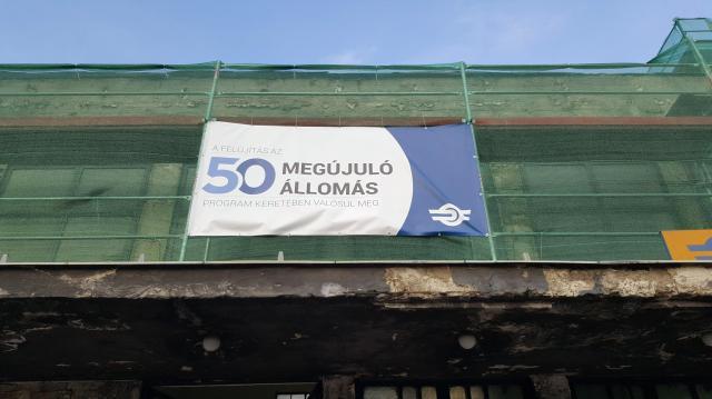 50 megállót és vasútállomást újítanak fel