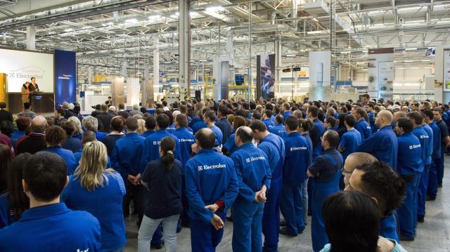 A kormány segíti az Electrolux leépítendő munkavállalóit az elhelyezkedésben