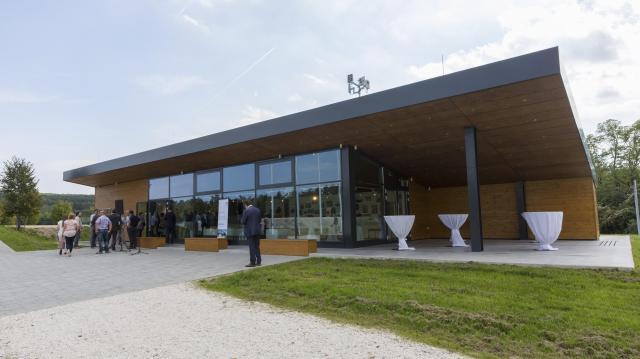 Látogatóközpontot adtak át a Páneurópai Piknik Emlékparkban