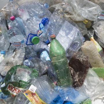 Megszüntetik a PET-palackos italok beszerzését