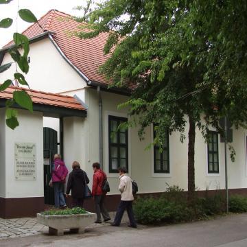 Péntektől látogatható Lesznai Anna és Zoób Kati közös tárlata Kecskeméten