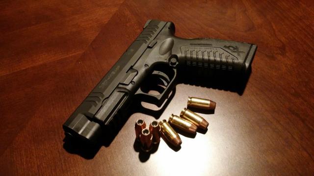 Pisztolyt és lőszereket találtak egy német autóban Röszkén