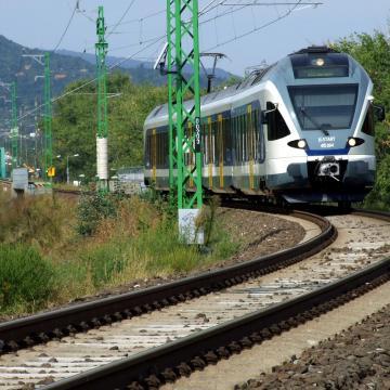 Változik a vonatok menetrendje hétvégén