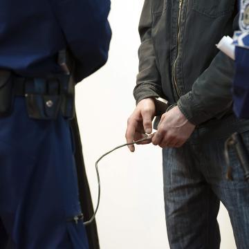 Csalás miatt hat és fél év börtönre ítéltek egy pécsi ügyvédet