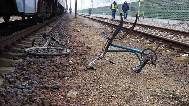 Halálra gázolt egy kerékpárost a vonat