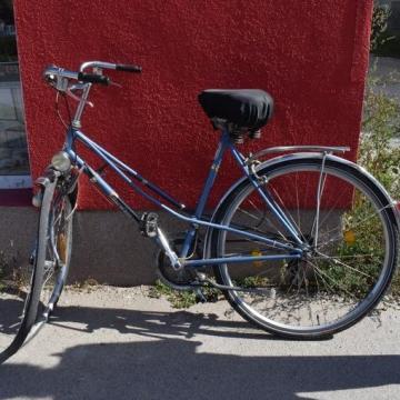 Nekütközött a kerékpáros a teherautónak
