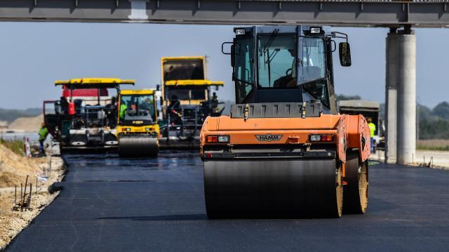 Ötezer milliárd forint jut a közút és vasúthálózat fejlesztésére
