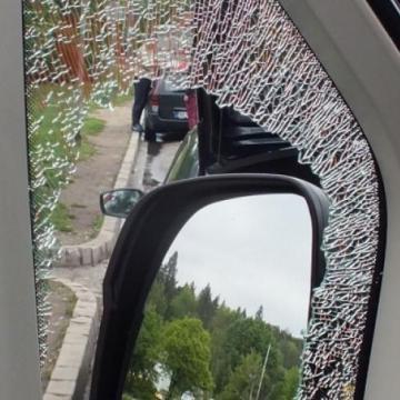 Parkoló gépkocsiból lopott egy 17 éves fiatal