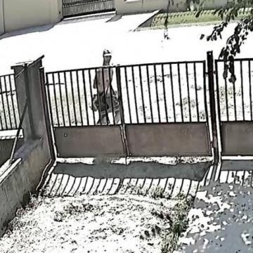 Táskát lopott egy férfi, keresi a rendőrség