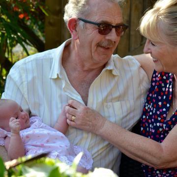 Több gyermek születhet, ha van nagyszülői segítség