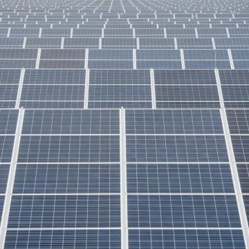 Energiahivatal: 1,1 gigawatt összteljesítményt értek el a hazai napelemek