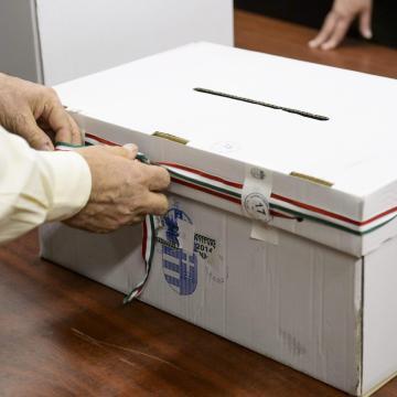 A szavazók 47,2 százaléka voksolt este fél hétig