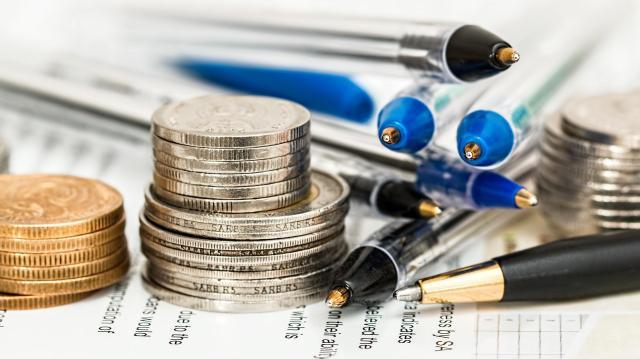Összehasonlíthatóak lesznek a biztosítók és nyugdíjpénztárak költségei