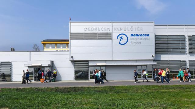 Új utasterminált építenek a repülőtéren