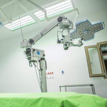 Világszínvonalú idegsebészeti műtőket adtak át Szegeden