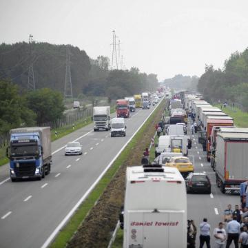 A személyszállító járműveket ellenőrzik közlekedésbiztonsági akcióban