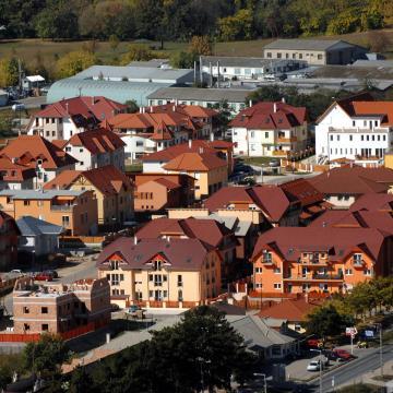 Fordulat az új lakásoknál – jöhet a lakásavatók dömpingje