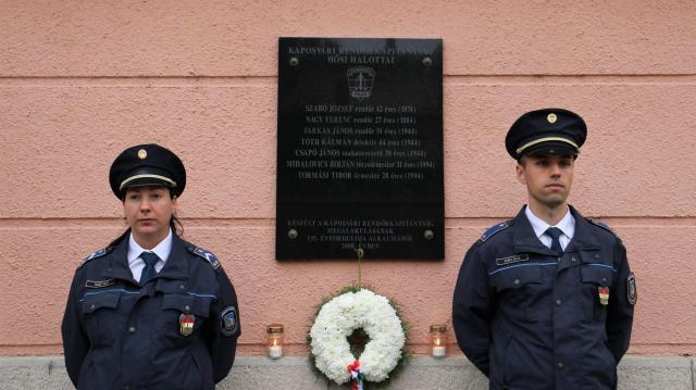 A Kaposvári Rendőrkapitányság elhunyt kollégáiról emlékeztek meg