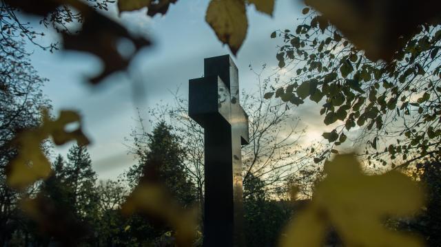 Hosszabb nyitvatartással várják az emlékezőket a temetők