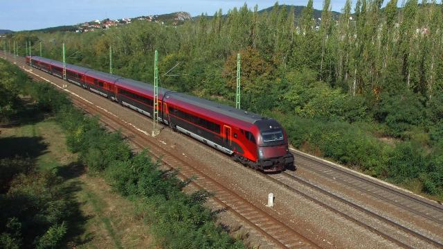 Késnek a vonatok a Budapest-Cegléd Szolnok vonalon