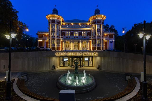 Átadták a megújult kaposvári Csiky Gergely Színházat