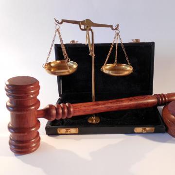 Felfüggesztett börtönre ítélték egy ellenőröket késsel fenyegető férfit