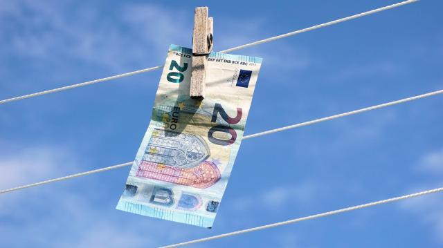 Pénzmosás miatt emeltek vádat öt ember ellen Szegeden