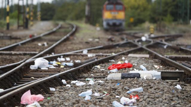 Több mint 2255 tonna illegális hulladékot szállíttatott el a MÁV