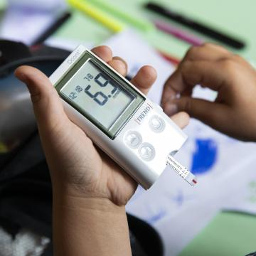 Jelentős támogatás a diabétesszel élő gyermekek és családjaik számára