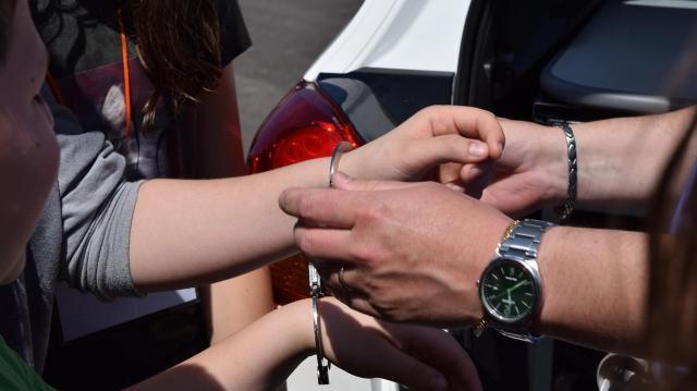 Letartóztatásban maradt a nő, aki részt vett szülei brutális meggyilkolásában