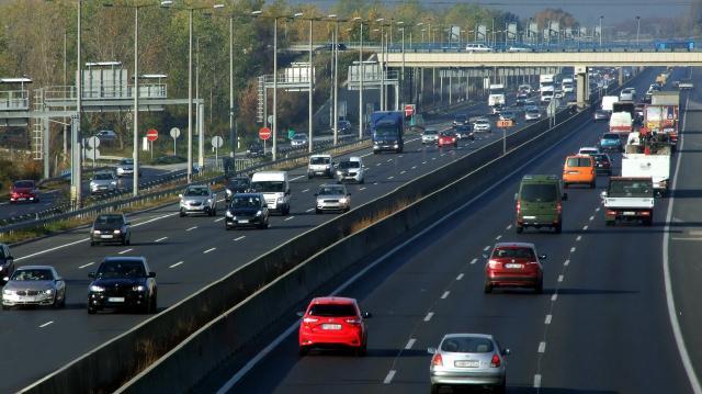 Még mintegy 50 ezer autós válthat kötelezőt a héten