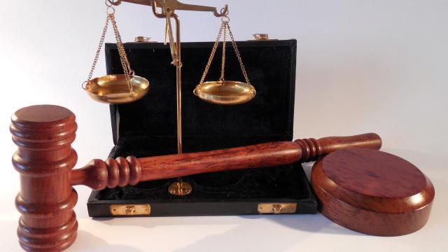 Milliárdos számlagyár ügyének tárgyalása kezdődött el Szegeden