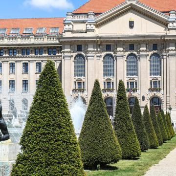 Új kutatóközpontot adtak át Debrecenben