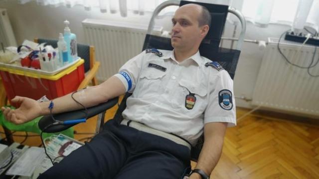 Vért adtak a rendőrök