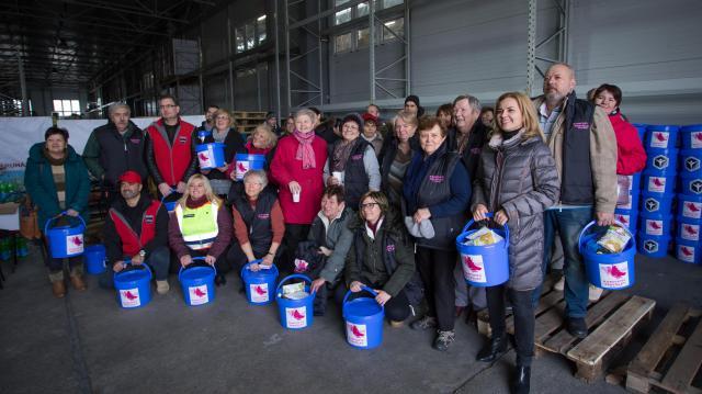 Elkezdődött a Debreceni Karitatív Testület  adventi adományainak csomagolása