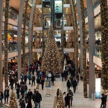 Erős forgalomra számítanak az áruházláncok az ünnepek alatt