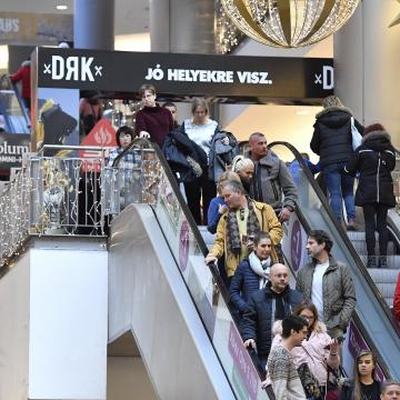 Indul az év legforgalmasabb időszaka az üzletekben
