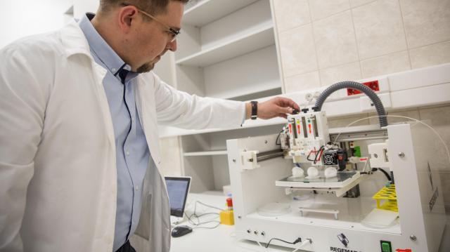 Mikrosebészeti oktatóközpontot alakítottak ki Szegeden