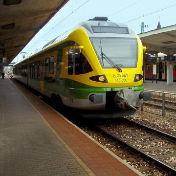 Munkanap-áthelyezés miatt módosul a vonatközlekedés a hétvégén