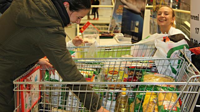 Több mint 71 ezer kilogramm élelmiszerrel zárult a Magyar Vöröskereszt gyűjtése