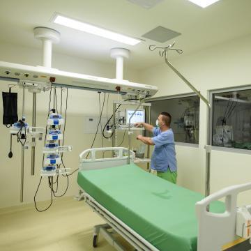 Több mint háromszázmillió forintból újul meg a szülészet az egri kórházban