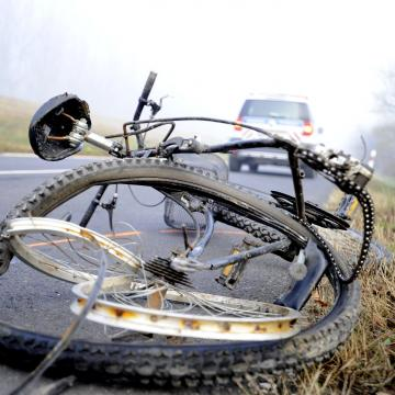 Halálra gázoltak egy kerékpárját toló férfit Polgárdinál