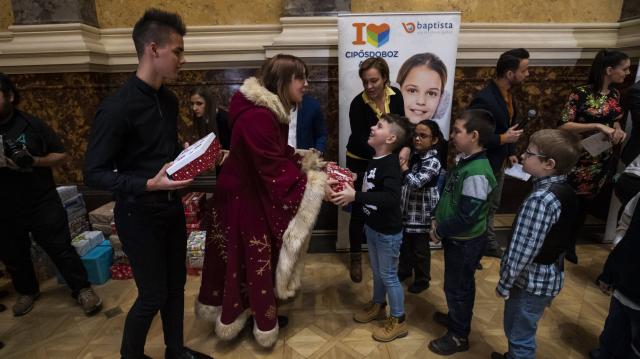 Hatvanezer cipősdoboznyi ajándékot gyűjtött a Baptista Szeretetszolgálat