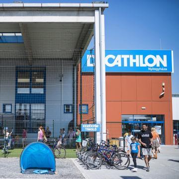 Technikai okok miatt nem nyitottak ki a Decathlon áruházai