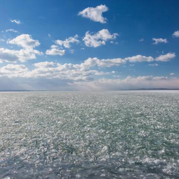 Vékony jégréteg alakult ki a Balatonon