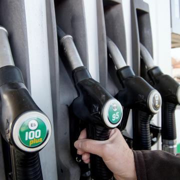 Autós Nagykoalíció: a régebbi autók tulajdonosai keressék fel szerelőjüket az új üzemanyagok miatt